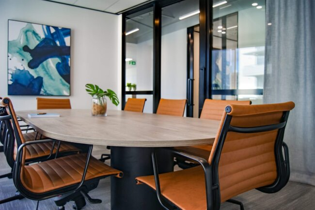 Dine medarbejderes velbefindende er dit ansvar: Investér i ordentlige kontormøbler